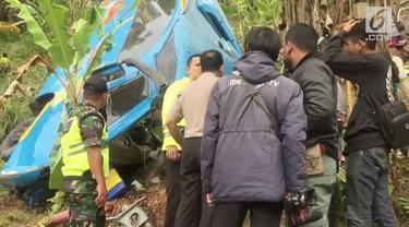 20 orang meninggal dunia dalam kecelakaan bus wisata di Cikidang Sukabumi. Bus membawa karyawan yang akan melakukan gathering dan arung Jeram di Cikidang Sukabumi