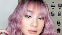 Tak hanya warna netral, mantan penyanyi girlband Princess ini sempat mengganti warna rambutnya dengan warna yang nyentrik yaitu ungu. (Liputan6.com/IG/@pattdevdex)