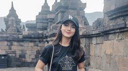 Selain menyapa penggemarnya dengan membintangi sinetron, Ersya juga kerap membagikan foto dirinya lewat media sosial Instargamnya, termasuk aktivitasnya ketika liburan.(Liputan6.com/IG/@ersyaurel)