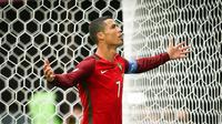 Striker Portugal, Cristiano Ronaldo, melakukan selebrasi usai mencetak gol ke gawang Selandia Baru. Portugal tampil dengan mayoritas pemain terbaik. Cristiano Ronaldo menjadi tumpuan di lini depan bersama Andre Silva. (EPA/Mario Cruz)
