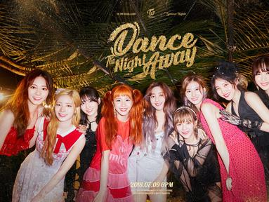 TWICE akan melakukan comeback pada 9 Juli, mereka akan merilis mini album yang berjudul Summer Nights. Mereka sempat menuai kecaman lantaran dituduh menjiplak konsep SNSD. (Foto: soompi.com)