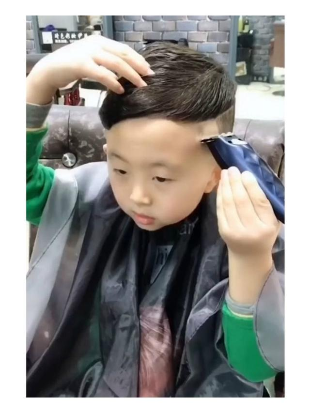 Bocah 6 tahun jadi Penata Rambut 567b3b36d5