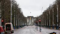 Suasana sekitar The Mall di depan Istana Buckingham, London, Inggris, 21 Desember 2020. Menteri Kesehatan Inggris Matt Hancock mendesak warga Inggris untuk berperilaku seolah-olah mereka sudah terjangkit virus corona COVID-19. (Xinhua/Han Yan)