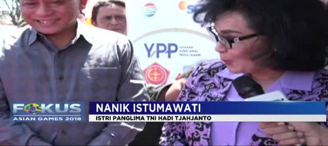 Didampingi Ketua Umum Yayasan Pundi Amal Peduli Kasih SCTV-Indosiar Imam Soejarwo, Nanik Istumawati mengunjungi posko pertama di Kecamatan Tanjung, Lombok Utara.