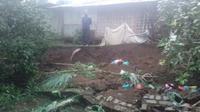 Hujan deras yang mengguyur wilayah Kabupaten Bandung Barat mengakibatkan longsor di Desa Campakamekar, Kecamatan Padalarang. (Istimewa)