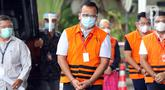 Menteri Kelautan dan Perikanan non aktif, Edhy Prabowo bersiap menjalani pemeriksaan di Gedung KPK Jakarta, Jumat (4/12/2020). Sebelumnya, Edhy ditangkap dan ditahan KPK sebagai tersangka kasus dugaan suap penetapan calon eksportir benih lobster pada Rabu (25/11). (Liputan6.com/Helmi Fithriansyah)