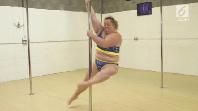 Emma Collins adalah wanita yang percaya diri meliukkan tubuhnya meski memiliki tubuh yang gemuk. Ia telah memenangkan sejumlah kompetisi.