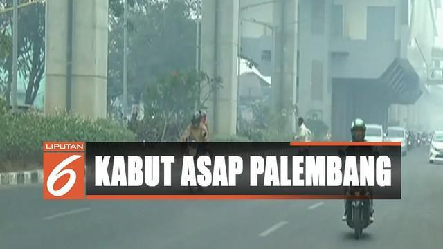 Pengendara yang melintas di kawasan Jakabaring pun harus menyalakan lampu kendaraanya.