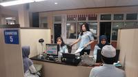 Jelang musim haji tahun ini, Kantor Imigrasi Kelas I Non TPI Kota Tangerang membuka pelayanan paspor khusus untuk calon jamaah haji dan umroh, Sabtu (8/2/2020). (Liputan6/Pramita)