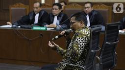 Terdakwa dugaan gratifikasi terkait kerjasama jasa pelayaran, Bowo Sidik Pangarso saat memberi keterangan saat sidang lanjutan di Pengadilan Tipikor, Jakarta, Rabu (23/10/2019). Sidang mendengar keterangan terdakwa. (Liputan6.com/Helmi Fithriansyah)