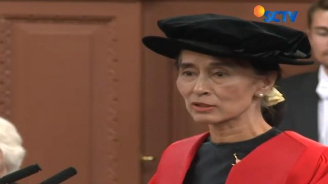Sebelumnya Suu Kyi mendapat gelar kehormatan pada 1997, untuk perjuangannya mewujudkan demokrasi di tengah penindasan junta militer Myanmar.