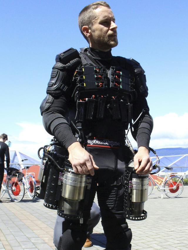 Baju yang bisa dipakai untuk terbang dan terinspirasi dari Iron Man/copyright GLENN CHAPMAN/AFP