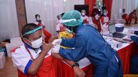 Karyawan Grup Astra,PT Astra Otoparts Tbk mengikuti tahapan pemberian Vaksinasi Gotong Royong.