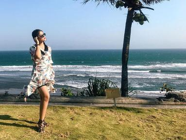 Pada 2017, Ocha berhasil menyabet gelar 1st runner up Miss Global Indonesia 2017. Wanita kelahiran 1998 ini pun siap bersaing dan melambung di kancah internasional.(Liputan6.com/IG/@ocharea)