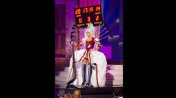 Miss Kanada 2014, Chanel Beckenlehner berpose memperagakan busana nasional negaranya dalam ajang kompetisi Miss Universe di Florida, Rabu (21/1/2015). (REUTERS/Miss Universe Organization)
