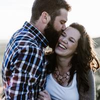 ilustrasi pasangan bahagia/Photo by Priscilla Du Preez on Unsplash