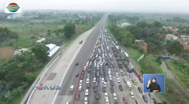 Jalur Tol Ciawi arah Jakarta menuju Puncak Bogor terjadi antrean panjang kendaraan imbas libur Pemilu dan Paskah 2019.