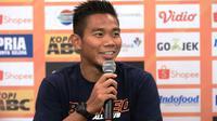 Bek Borneo FC, Wildansyah, saat konferensi pers menjelang laga kontra Persib Bandung di Graha Persib, Jalan Sulanjana, Bandung, Selasa (13/8/2019). (Bola.com/Erwin Snaz)