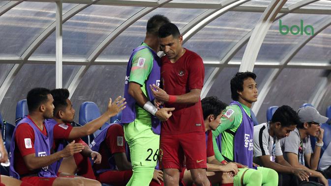 Striker Timnas Indonesia, Alberto Goncalves, setelah ditarik keluar pada laga melawan Thailand di penyisihan Grup B Piala AFF 2018 di Stadion Rajamangala, Bangkok, Sabtu (17/11/2018). (Bola.com/Muhammad Iqbal Ichsan)