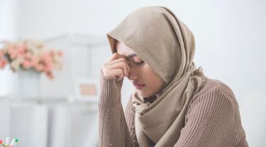 Kiat Meredakan Sakit Kepala tanpa Membatalkan Puasa