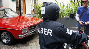 Ojek Online Uber Mengaspal di Jakarta