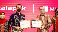Haris Izmee, President Director of Microsoft Indonesia dan Rachmat Kaimuddin, CEO of Bukalapak. (Foto. Microsoft Indonesia)