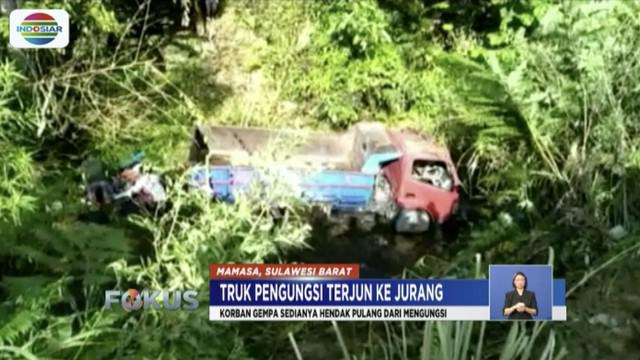 Satu keluarga korban gempa yang tewas dalam kecelakaan truk masuk jurang di Mamasa, Sulawesi Barat, Rabu (14/11) ini dimakamkan.
