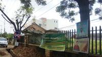 Alat peraga kampanye yang dipasang di pohon pinggir jalan Kota Palembang(Www.sulawesita.com)