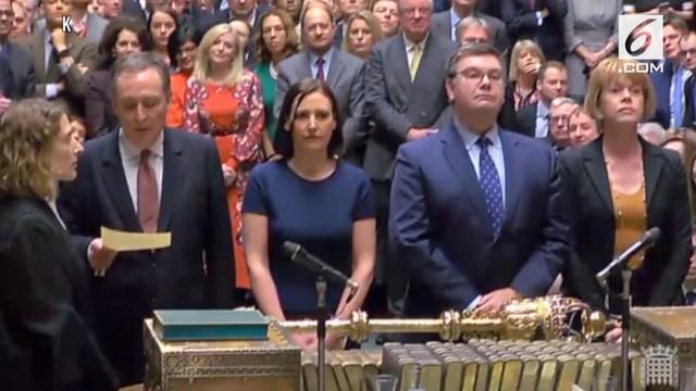 Parlemen Inggris menolak kesepakatan Brexit yang diajukan Perdana Menteri Theresa May. Kesepakatan Brexit May ditolak oleh 432 anggota parlemen berbanding 202.