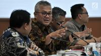 Ketua KPU Arief Budiman memimpin pengundian zona kampanye rapat umum untuk peserta Pemilu 2019 di Jakarta, Rabu (6/3). Masing-masing perwakilan timses mengikuti pengundian untuk mendapatkan zona A atau zona B. (merdeka.com/Iqbal S Nugroho)