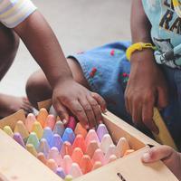 Tiga komunitas ini buat acara tematik dalam memperingati Hari Anak Nasional. (Sumber foto: unsplash.com/Tina Floersch)