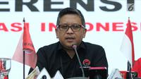 Sekjen PDI Perjuangan, Hasto Kristiyanto saat menyampaikan keterangan di Jakarta, Rabu (18/7). Keterangan terkait daftar nama bacaleg yang diajukan PDIP ke KPU Pusat pada Selasa (17/7). (Liputan6.com/Helmi Fithriansyah)