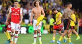 Para pemain Arsenal tampak kecewa usai ditahan imbang Watford pada laga Premier League 2019/20 di Stadion Vicarage Road, Watford, Minggu (15/9). Kedua klub bermain imbang 2-2. (AFP/Ben Stansall)