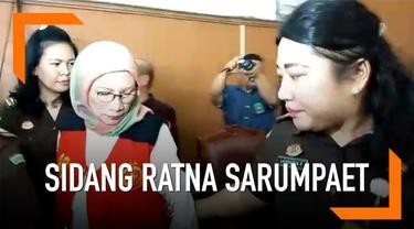 Ratna Sarumpaet akan menjalani sidang perdana kasus penyebaran hoaks di Pengadilan Negeri Jakarta Selatan hari ini. Dia akan mendengarkan dakwaan dari jaksa penuntut umum pagi ini, sekitar pukul 09.00 WIB.