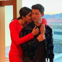 Priyanka Chopra dan Nick Jonas. (dok. Instagram @priyankachopra/https://www.instagram.com/p/BpTJNpfDzlI/?utm_source=ig_web_copy_link/Asnida Riani)