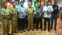 Manajemen Persija menemui bupati Bantul, Suharsono, Selasa (13/3/2018). (Bola.com/Ronald Seger)