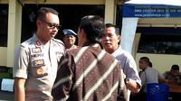 Kapolres Bengkulu AKBP Prianggodo Heru Kunprasetyo memastikan saat ini tim Buser masih memburu terduga pelau utama pembunuhan mahasiswi. (Liputan6.com/Yuliardi Hardjo)