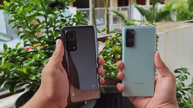 Tampilan Xiaomi Mi 10T Pro dan Samsung Galaxy S20 FE (Liputan6.com/Agustinus M Damar)