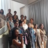 Fashion First dan Yayasan Batik Jawa Barat menghasilkan koleksi batik pewarna alami rancangan 10 desainer ternama (Vinsensia Dianawanti)