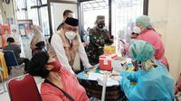 Wali Kota Depok, Mohammad Idris meninjau gebyar vaksinasi di Kecamatan Tapos. (Istimewa)