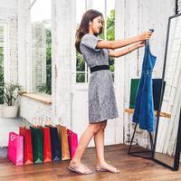 Dari Outfit Hingga Sepatu, Begini Tips Belanja Fashion di Bulan Maret
