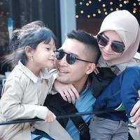 Detri Warmanto dan Anak (Sumber: Instagram//detriwarmanto)