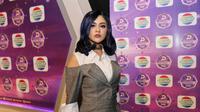 Demi keinginannya bisa tampil berdua dengan penyanyi dangdut dan pencipta lagu tersebut, penyanyi kelahiran Bandung 30 tahun ini juga siap merubah penampilannya, yang lebih tertutup. (Adrian Putra/Bintang.com)