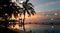 Pemandangan matahari terbenam di salah satu resort yang ada di Lebak Banten, Jawa Barat. (Liputan6.com/ Yandhi Deslatama)