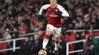 Manajer Arsenal, Arsene Wenger, memuji gol indah yang dicetak Mesut Ozil dalam kemenangan 1-0 melawan Newcastle United di Emirates Stadium, Sabtu (16/12/2017). (AFP/Glyn Kirk)