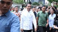Presiden RI, Joko Widodo jelang melakukan pertemuan dengan pimpinan partai politik pendukung di Pilpres 2019, Jakarta, Kamis (9/8). Pertemuan membahas koalisi jelang pendaftaran bakal Capres/Cawapres Pilpres 2019. (Liputan6.com/Helmi Fithriansyah)