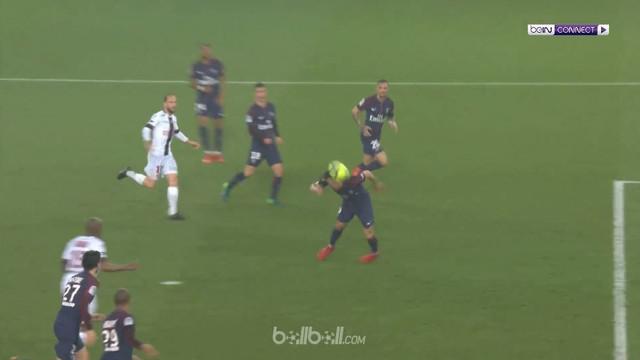 """Paris Saint-Germain bangkit dari ketertinggalan dua gol untuk menyamakan kedudukan 2-2 menghadapi Guingamp di Liga Prancis. Keung..."