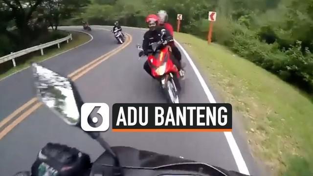 Seorang pemotor di Filipina, secara tak sengaja merekam detik-detik tabrakannya dengan pemotor lain.