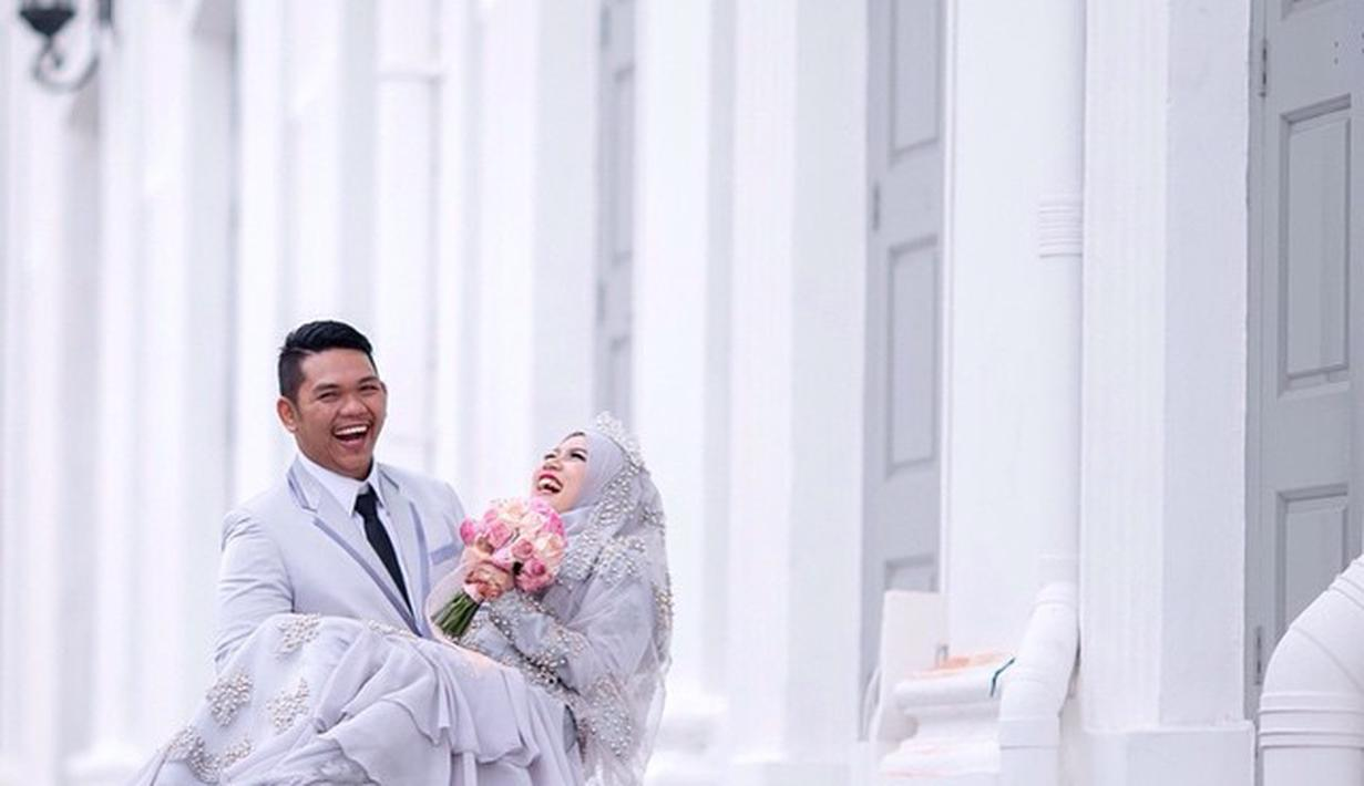 Ide Gaun Pengantin Hijab Warna Pastel Cantik Sederhana Anggun