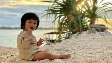 [Bintang] Salma di Pantai